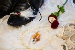 Prepare o ` s e as sapatas do casamento do ` s da noiva Imagem de Stock
