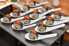 Food : Japanese rolled sushi slice and place on spoon. Stock Photography