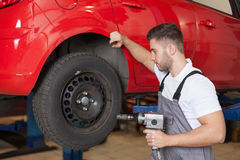 Prepare to change the tires Royalty Free Stock Images