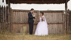 Prepare tocar la flauta para la novia de la paja almacen de video