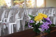 Prepare una flor hermosa puesta en florero Para la decoración y el layou fotografía de archivo libre de regalías