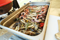 Prepared shrimps on skewers in a tray Royalty Free Stock Photography