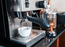 Prepares espresso in coffee shop Royalty Free Stock Photography