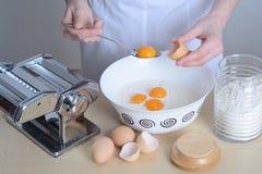 Prepares homemade pasta Royalty Free Stock Photos
