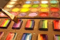 Prepari il corredo di colori dell'artista della pittura del fronte con la spazzola Immagini Stock Libere da Diritti