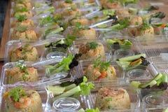 Prepari il riso per fuori la porta in scatola di plastica Immagini Stock