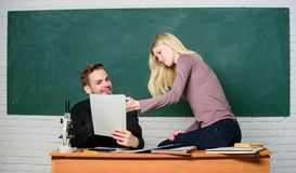 Prepari l'esame finale Gli studenti studiano prima di esame il ertificate risulta con successo ha passato l'esame di entrata dell fotografia stock libera da diritti