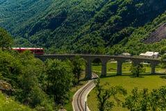 Prepari sul ponte circolare del viadotto vicino a Brusio Fotografie Stock Libere da Diritti