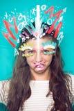 Prepari sulla foto del fronte della donna su fondo blu Fotografie Stock Libere da Diritti