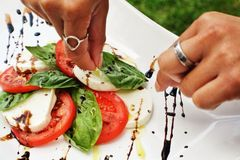 Preparing a caprese salad Royalty Free Stock Photos