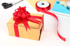 Preparing gift box new year Royalty Free Stock Photography