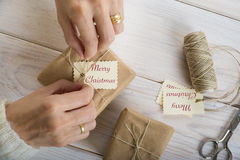 Preparing gifts for Christmas Royalty Free Stock Photos