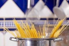 Preparing spaghetti Royalty Free Stock Photos