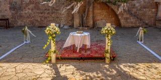 Prepartions de la boda en el monasterio de Filerimos, Rodas, Grecia Foto de archivo libre de regalías