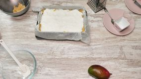 Prepearing της πίτας απόθεμα βίντεο