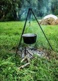 Prepearing еда на открытом огне стоковое фото rf