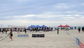 Preperations para el voleibol de la playa - orilla de Jersey Fotos de archivo