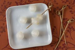 A plate of white pearl onions. Prepping white pearl onions to be used to garnish cocktails Royalty Free Stock Photos