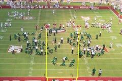 Preriscaldamento delle squadre di football americano di USF e di FSU Fotografia Stock Libera da Diritti