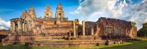 Prerup-tempel bij zonsondergang Siem oogst Angkor kambodja Panorama stock foto's