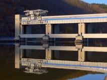 Presa en el río fotografía de archivo