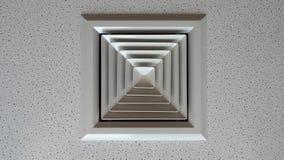 Presa d'aria per condizionamento d'aria nell'edificio per uffici Fotografia Stock
