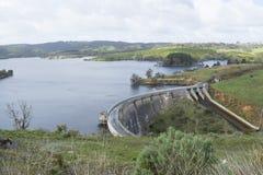 Presa de arco concreta, depósito de Myponga, sur de Australia Fotografía de archivo libre de regalías
