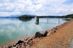 Presa de Chatuge del lago y montañas apalaches Fotos de archivo libres de regalías
