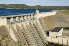 Presa de la energía en el lago Imágenes de archivo libres de regalías