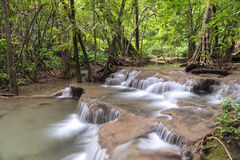 Presa de Srinakarin de la cascada de Huai Mae Kamin en Kanchanaburi Foto de archivo libre de regalías