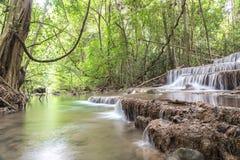 Presa de Srinakarin de la cascada de Huai Mae Kamin en Kanchanaburi Foto de archivo