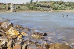 Presa del depósito de Cornalvo de la orilla, España Foto de archivo libre de regalías