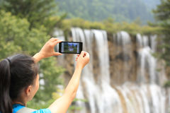 Presa della foto con il telefono cellulare Fotografie Stock Libere da Diritti