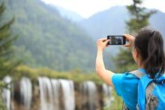 Presa della foto con il telefono cellulare Fotografia Stock