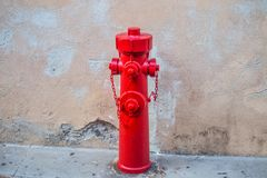 Presa di acqua rossa fotografie stock libere da diritti