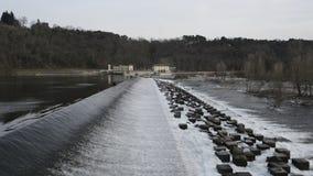 Presa en el río de Tesino, Lombardía - Italia almacen de video