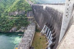 Presa hidráulica de la central eléctrica Fotografía de archivo
