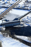 Presa hidroeléctrica aérea del invierno de la posibilidad muy remota Imagen de archivo libre de regalías