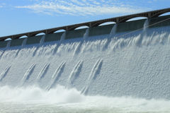 Presa hidroeléctrica magnífica de Coulee Imágenes de archivo libres de regalías