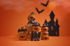 Presa-o-lanterna delle zucche di Halloween su fondo arancio Priorità bassa felice della zucca di Halloween Halloween Jack-o-lante Fotografia Stock Libera da Diritti