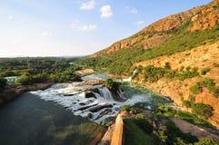 Presa y cascada, Pretoria de Hartbeespoort en la puesta del sol Fotografía de archivo libre de regalías