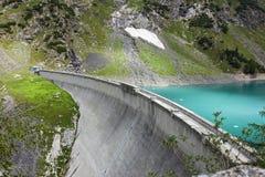 Presa y lago artificial, montañas Orobie, Bérgamo de Barbellino, fotografía de archivo
