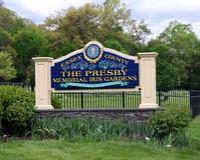 Presby Herdenkingsiris garden sign Stock Afbeelding