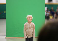 Preschool dziecko Dostaje Szkolnego obrazek Brać Zdjęcia Stock