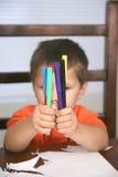 preschooler отметок удерживания Стоковые Изображения