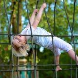Preschooler dziewczyna przy boiskiem obrazy royalty free