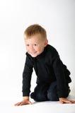 Preschooler en rodillas del nd del handa imágenes de archivo libres de regalías