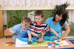 Preschoolers e fingerpainting Imagem de Stock Royalty Free