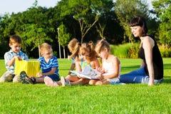 Preschoolers encantadores com livros Fotografia de Stock