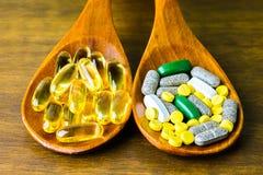 Prescrição da droga para a medicamentação do tratamento Medicamento farmacêutico, cura no recipiente para a saúde Tema da farmáci Fotos de Stock Royalty Free